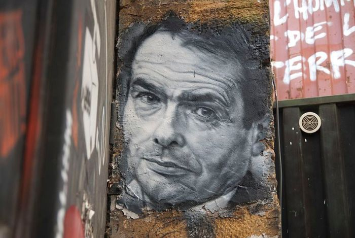 Pierre_Bourdieu,_painted_portrait_DDC_8931